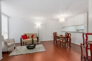 """Photo 2: 303 500 W 10TH Avenue in Vancouver: Fairview VW Condo for sale in """"Cambridge Court"""" (Vancouver West)  : MLS®# R2050237"""