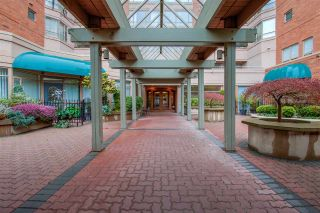 """Photo 37: 807 15111 RUSSELL Avenue: White Rock Condo for sale in """"Pacific Terrace"""" (South Surrey White Rock)  : MLS®# R2481638"""