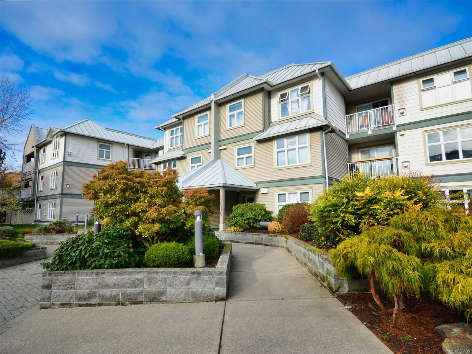 Main Photo: 105 3010 Washington Ave in : Vi Burnside Condo for sale (Victoria)  : MLS®# 863495