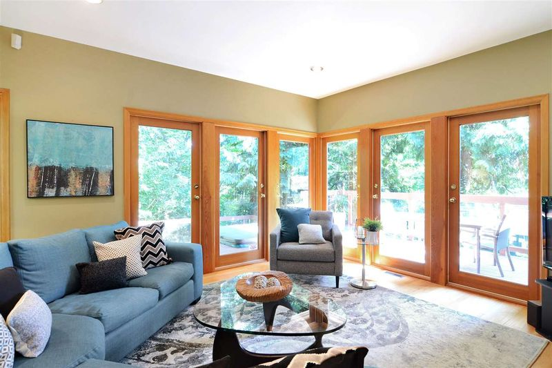 FEATURED LISTING: 3968 SOUTHWOOD Street Burnaby