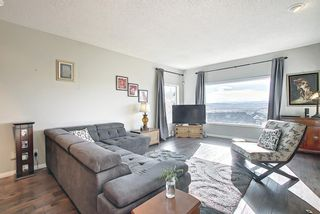 Photo 10: 325 Signal Hill Point SW in Calgary: Signal Hill Detached for sale : MLS®# A1093090