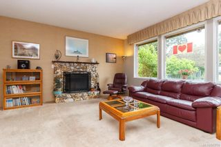 Photo 4: 108 Werra Rd in View Royal: VR View Royal House for sale : MLS®# 843759