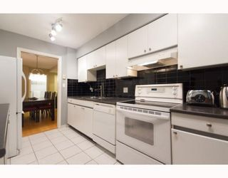 Photo 3: 508 888 HAMILTON in Rosedale Gardens: Home for sale