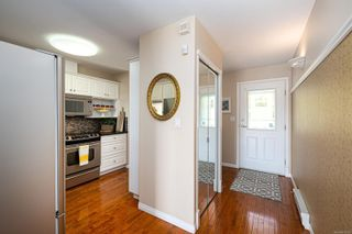 Photo 8: 10 300 Six Mile Rd in : VR Six Mile Row/Townhouse for sale (View Royal)  : MLS®# 879700