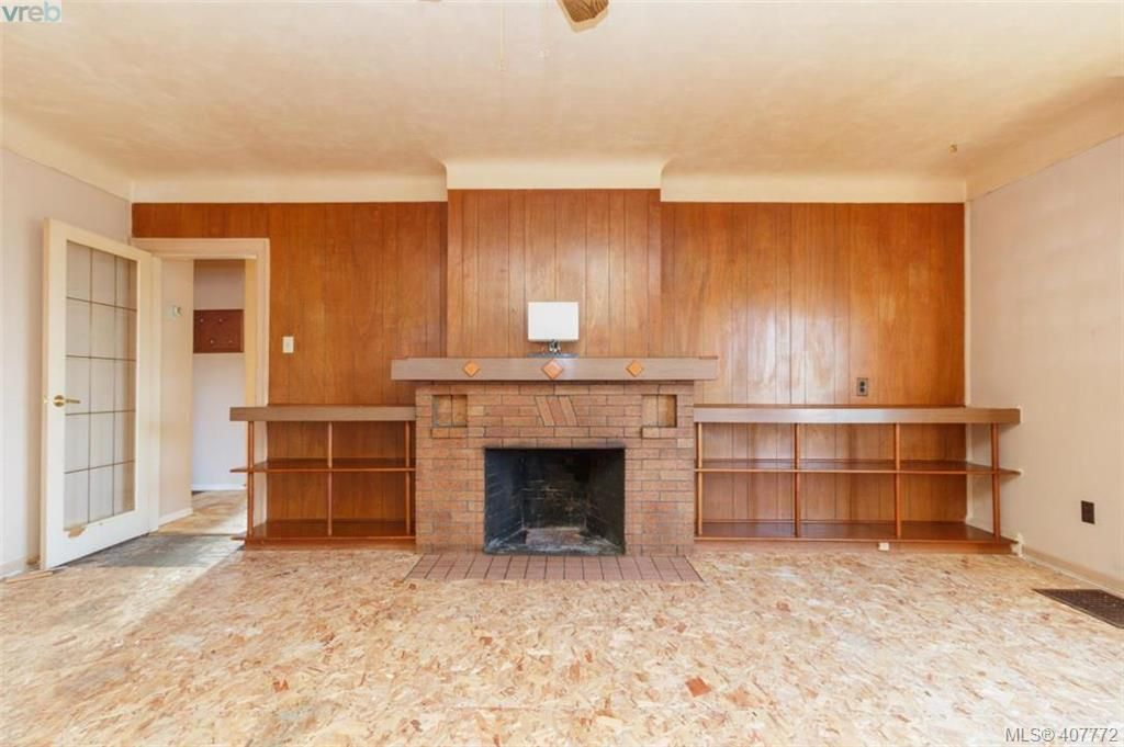 Main Photo: 241 Robert St in VICTORIA: VW Victoria West House for sale (Victoria West)  : MLS®# 810366
