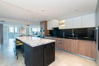 """Photo 7: 2205 388 DRAKE Street in Vancouver: Yaletown Condo for sale in """"Governor's Tower"""" (Vancouver West)  : MLS®# R2619698"""