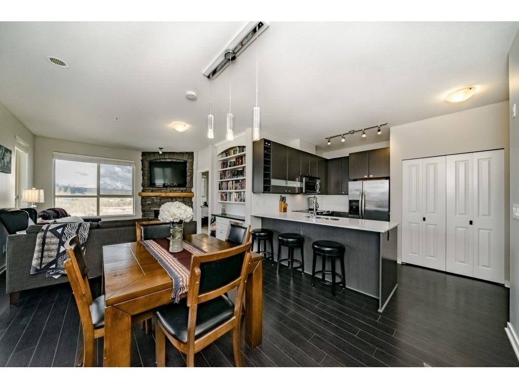 Main Photo: 424- 5655 210A Street in Langley: Salmon River Condo for sale : MLS®# R2351082