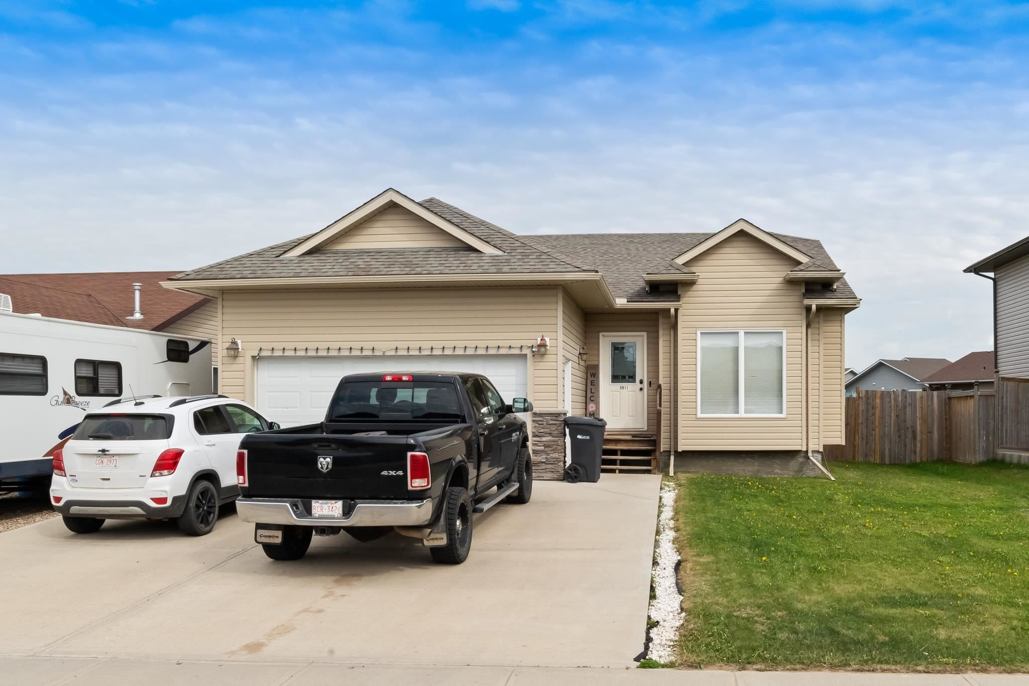 Main Photo: 5911 Meadow Way: Cold Lake House for sale : MLS®# E4248001