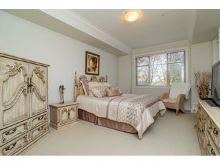 """Photo 11: 204 16433 64 Avenue in Surrey: Cloverdale BC Condo for sale in """"St. Andrews"""" (Cloverdale)  : MLS®# R2123466"""