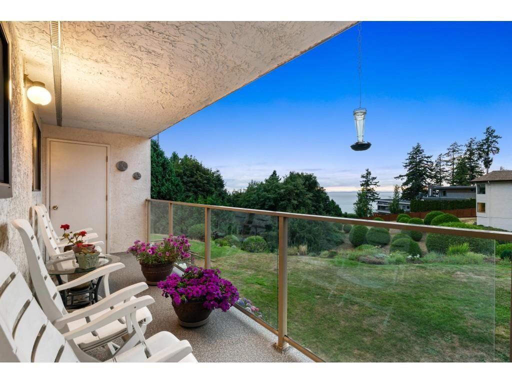 "Main Photo: 202 1350 VIDAL Street: White Rock Condo for sale in ""Seapark"" (South Surrey White Rock)  : MLS®# R2607938"