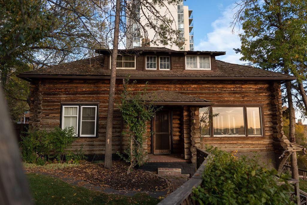 Main Photo: 9905 115 Street in Edmonton: Zone 12 House for sale : MLS®# E4266524