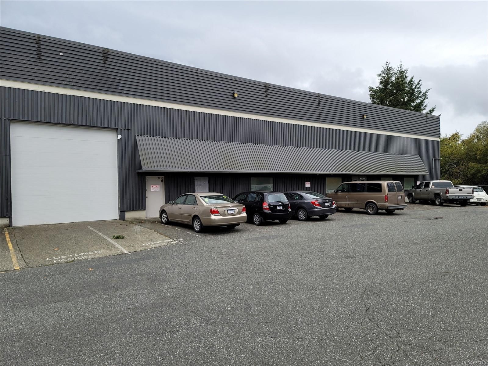 Main Photo: 4224 Commerce Cir in : SW Glanford Warehouse for lease (Saanich West)  : MLS®# 858749