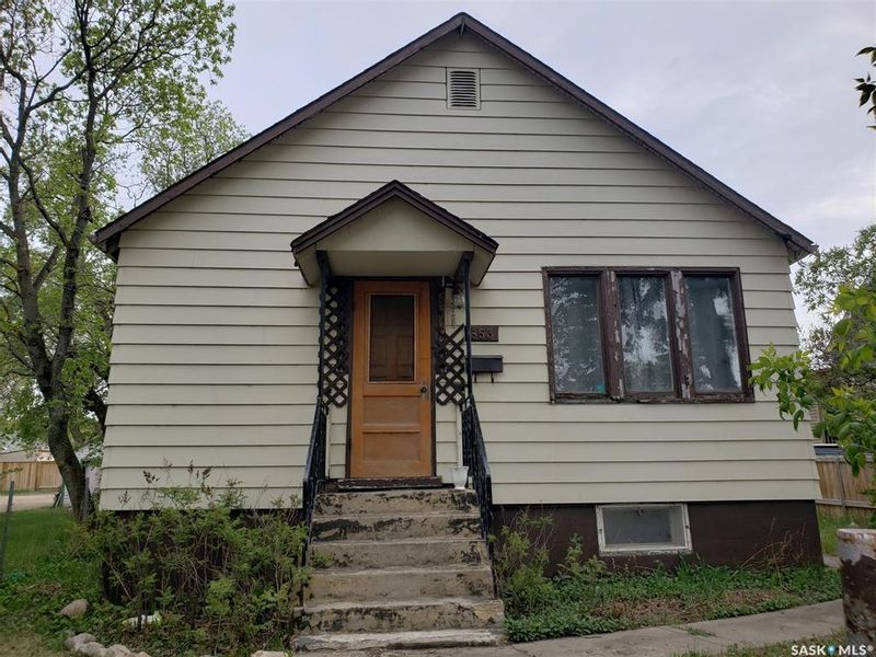 FEATURED LISTING: 853 15th Street West Prince Albert