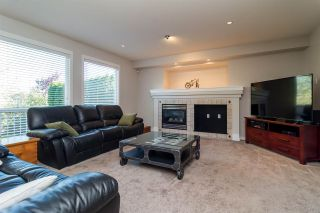 """Photo 7: 6632 206 Street in Langley: Willoughby Heights House for sale in """"BERKSHIRE"""" : MLS®# R2113542"""