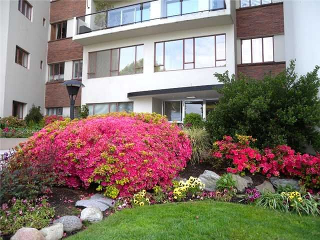 """Photo 2: Photos: 505 1949 Beach Avenue in Vancouver: West End VW Condo for sale in """"Beach Town House Apartments Ltd"""" ()  : MLS®# V848327"""