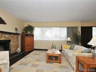 Photo 3: 1070 Lucas Ave in VICTORIA: SE Lake Hill House for sale (Saanich East)  : MLS®# 642307