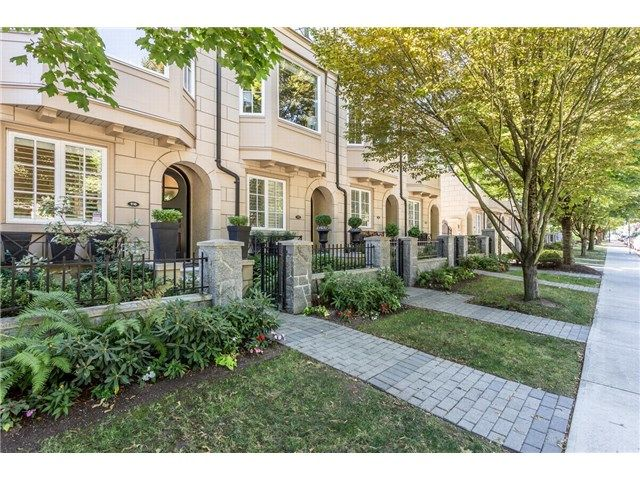 """Main Photo: 910 W 13TH Avenue in Vancouver: Fairview VW Townhouse for sale in """"THE BROWNSTONE"""" (Vancouver West)  : MLS®# V1140268"""