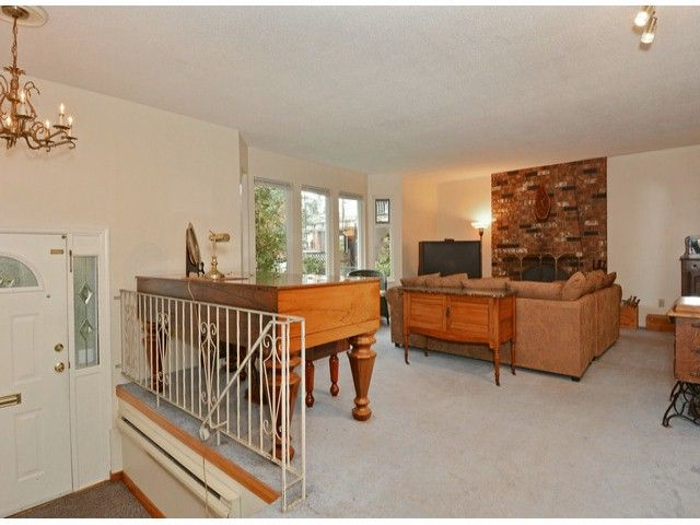 """Main Photo: 15909 GOGGS Avenue: White Rock House for sale in """"White Rock"""" (South Surrey White Rock)  : MLS®# F1424836"""