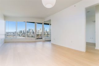 """Photo 4: 807 181 W 1ST Avenue in Vancouver: False Creek Condo for sale in """"BROOK AT THE VILLAGE"""" (Vancouver West)  : MLS®# R2567643"""