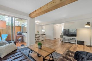 """Photo 2: 1843 LILAC Drive in Surrey: King George Corridor Townhouse for sale in """"Alderwood"""" (South Surrey White Rock)  : MLS®# R2443102"""