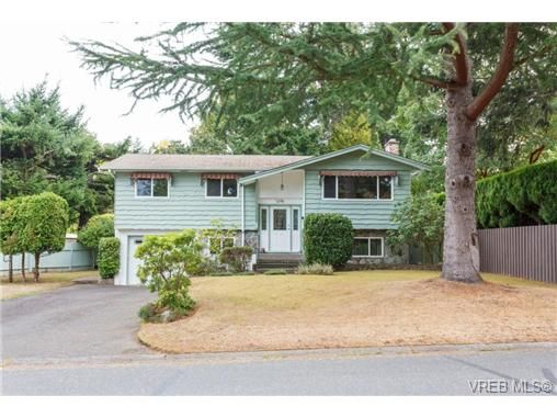 Main Photo: 1596 Longacre Dr in VICTORIA: SE Gordon Head House for sale (Saanich East)  : MLS®# 741988