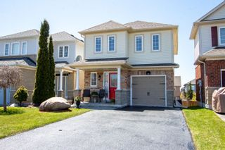 Photo 1: 571 Blythwood Square in Oshawa: Freehold for sale : MLS®# E4761528