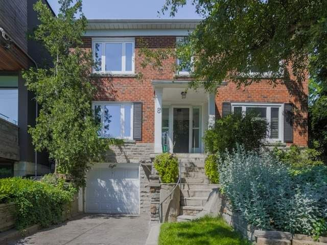 Main Photo: 8 Rennie Terrace: Freehold for sale : MLS®# W4239509