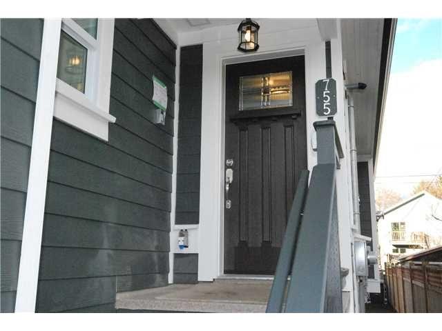 Photo 2: Photos: 755 E 11TH AV in Vancouver: Mount Pleasant VE 1/2 Duplex for sale (Vancouver East)  : MLS®# V1027526