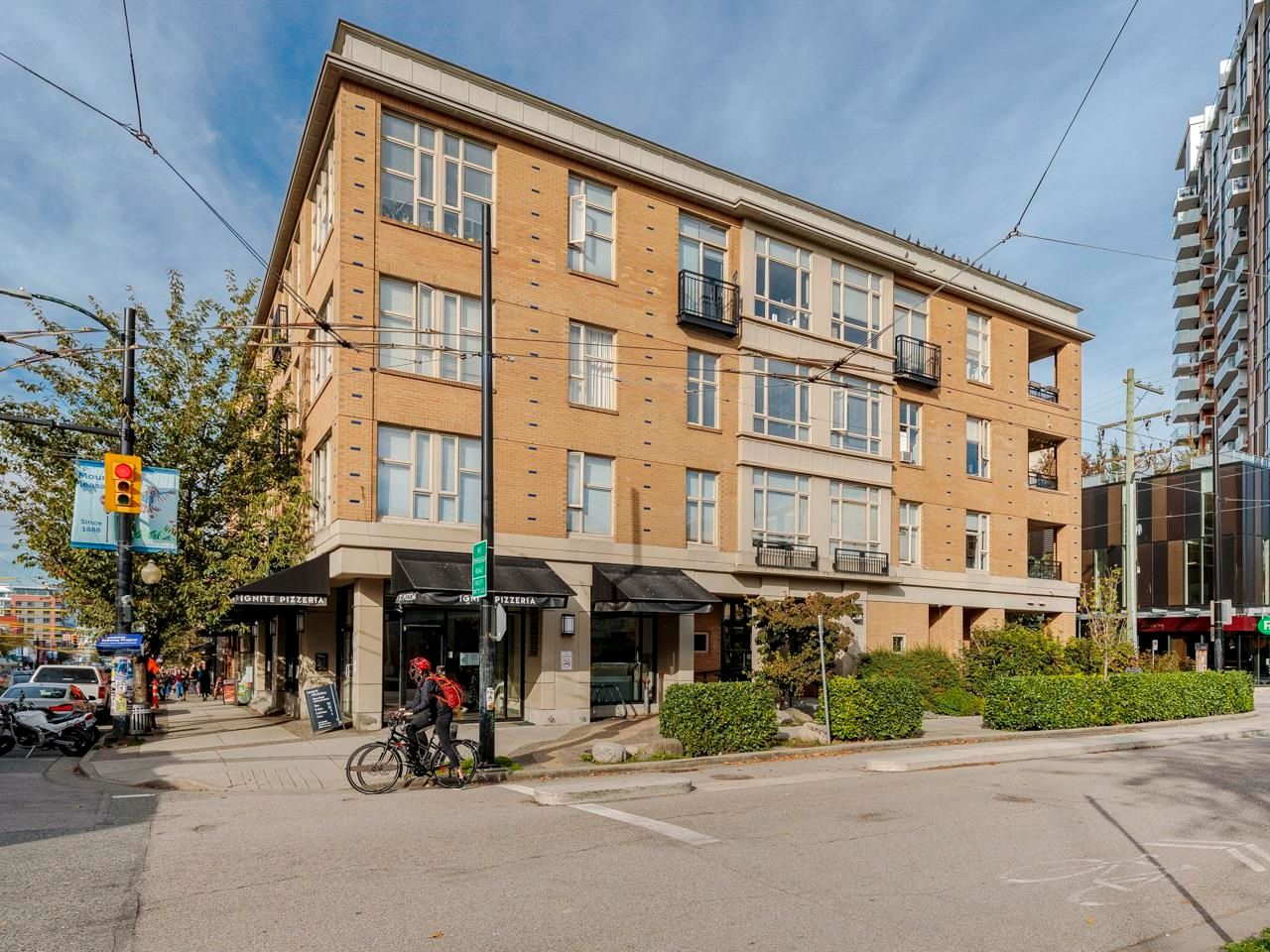 """Main Photo: 212 205 E 10TH Avenue in Vancouver: Mount Pleasant VE Condo for sale in """"The Hub"""" (Vancouver East)  : MLS®# R2621632"""