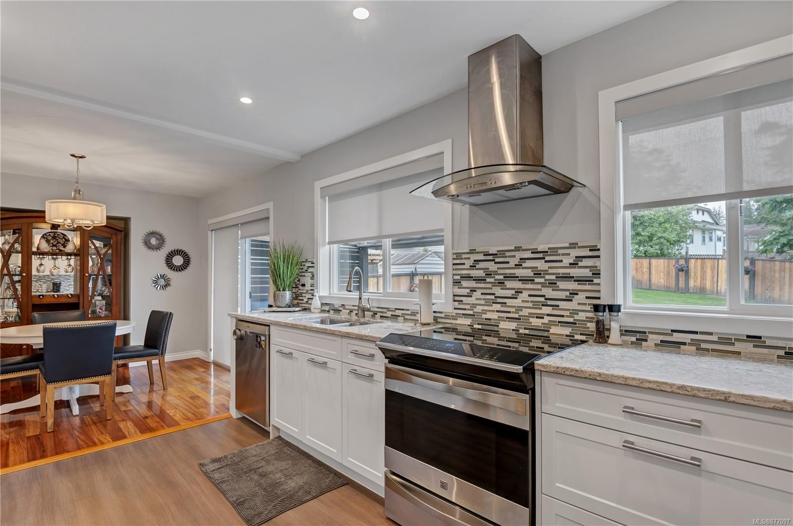 Photo 11: Photos: 2876 Fairmile Rd in : CR Willow Point House for sale (Campbell River)  : MLS®# 877097