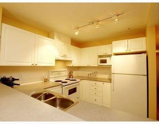 Photo 6: 304-137 West 17th Street in North Vancouver: Central Lonsdale Condo for sale : MLS®# V753714