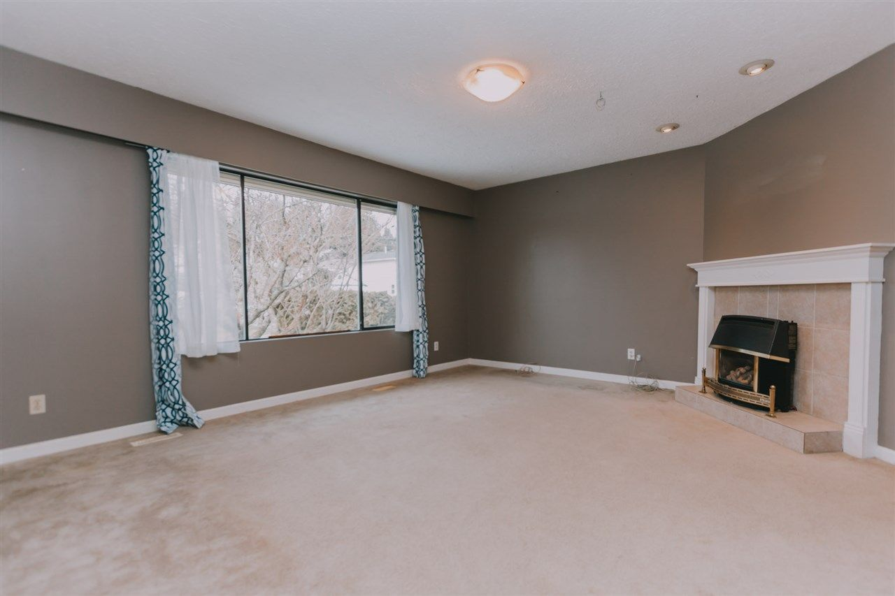 Photo 2: Photos: 8166 WAXBERRY Crescent in Mission: Mission BC House for sale : MLS®# R2332619