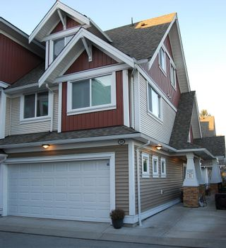 """Photo 1: 24 7298 199A Street in Langley: Willoughby Heights Townhouse for sale in """"York"""" : MLS®# R2024147"""