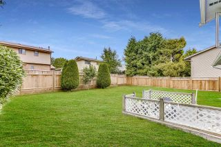 """Photo 35: 14907 SOUTHMERE Place in Surrey: Sunnyside Park Surrey House for sale in """"SOUTHMERE"""" (South Surrey White Rock)  : MLS®# R2468824"""