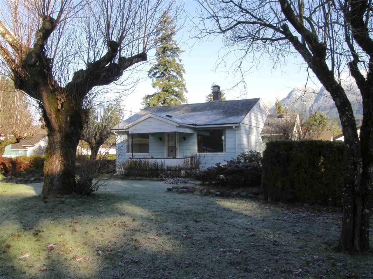 Main Photo: 509 FRASER Avenue in Hope: Hope Center House for sale : MLS®# R2226272