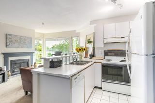 "Photo 6: 302 2010 W 8TH Avenue in Vancouver: Kitsilano Condo for sale in ""AUGUSTINE GARDENS"" (Vancouver West)  : MLS®# R2197436"
