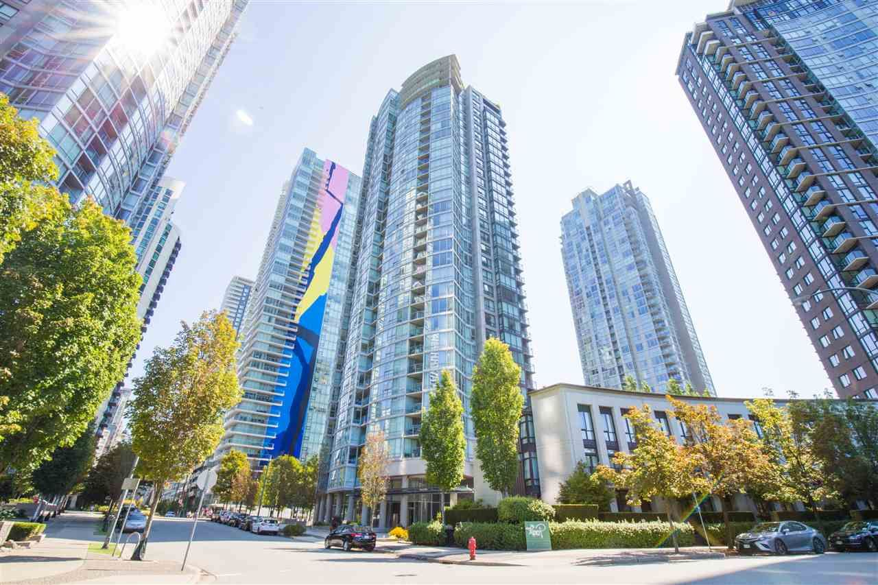 "Photo 3: Photos: 2507 1438 RICHARDS Street in Vancouver: Yaletown Condo for sale in ""AZURA ONE"" (Vancouver West)  : MLS®# R2394996"