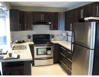 Photo 3: 1459 ELINOR Crescent in Port_Coquitlam: Mary Hill House for sale (Port Coquitlam)  : MLS®# V693388