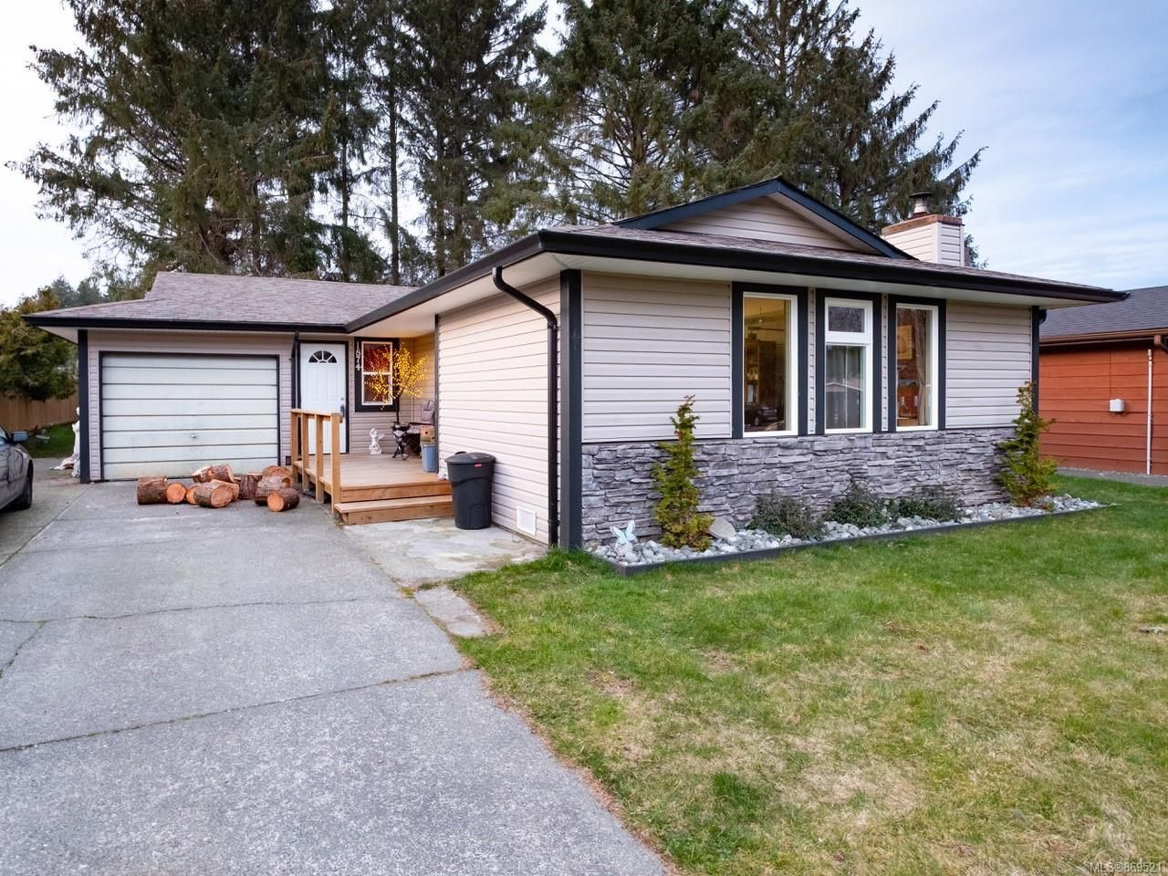 Main Photo: 1874 Cranberry Cir in : CR Willow Point House for sale (Campbell River)  : MLS®# 869521