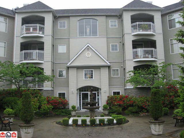 Main Photo: 108 5677 208TH STREET in : Langley City Condo for sale : MLS®# F1015332