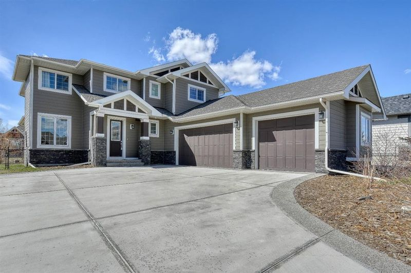 FEATURED LISTING: 19 Cimarron Estates Manor Okotoks