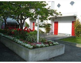 "Photo 2: 25 888 W 16TH Street in North_Vancouver: Hamilton Townhouse for sale in ""TOBRUCK"" (North Vancouver)  : MLS®# V785327"