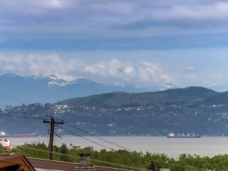 Photo 2: 3749 W 14TH Avenue in Vancouver: Point Grey House for sale (Vancouver West)  : MLS®# R2273913