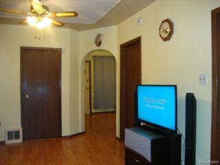 Photo 6: 880 REDWOOD Avenue in WINNIPEG: North End Residential for sale (North West Winnipeg)  : MLS®# 1402237