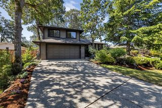 Photo 2: 1209 Camas Crt in Saanich: SE Lake Hill House for sale (Saanich East)  : MLS®# 844776