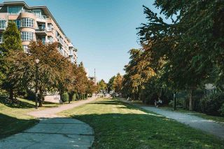 "Photo 28: 704 2799 YEW Street in Vancouver: Kitsilano Condo for sale in ""TAPESTRY AT ARBUTUS WALK"" (Vancouver West)  : MLS®# R2531813"