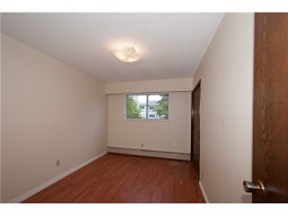 """Photo 7: 446 448 E 44TH Avenue in Vancouver: Fraser VE House for sale in """"Main Street"""" (Vancouver East)  : MLS®# V1088121"""