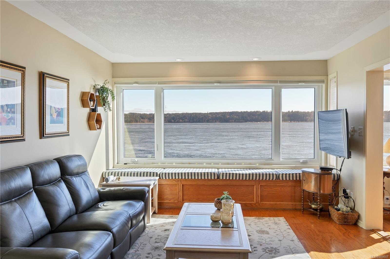 Livingroom on the Sea