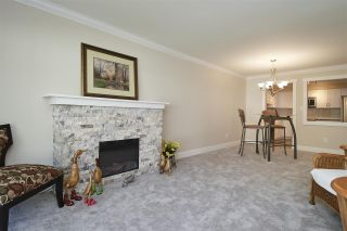 """Photo 3: 304 1459 BLACKWOOD Street: White Rock Condo for sale in """"CHARTWELL"""" (South Surrey White Rock)  : MLS®# R2393628"""