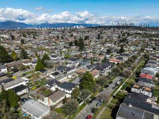 """Photo 4: 2615 E 56TH Avenue in Vancouver: Fraserview VE House for sale in """"FRASERVIEW"""" (Vancouver East)  : MLS®# R2561413"""